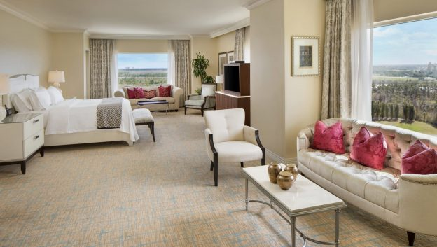 Presidential Suite - Spacious bed room with sitting area